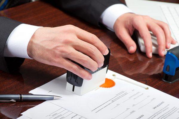 Сделка должна быть заверена нотариально (так соблюдаются порядок и сроки оформления – все расписки, дополнения и приложения готовятся одновременно)