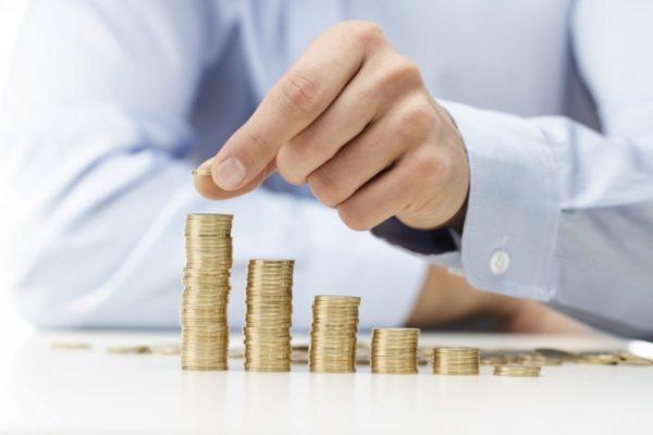 Решение вопроса во многом зависит от сотрудника пенсионного органа, который будет проводить достаточно объемную работу, изучит выплатное дело и выдаст конечную сумму с полагающимися перерасчетами