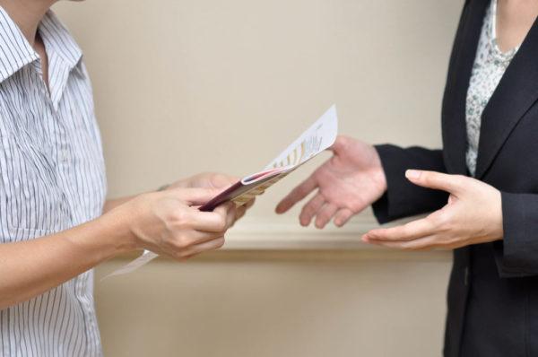 При условии, что все подтвердилось, и вы имеете право на получение сертификата, вам выдадут данный документ на руки или предадут посредством почтового отправления