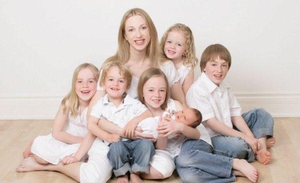 Матерям, воспитывающим от 5 детей, положен «ускоренный» пенсионный отдых
