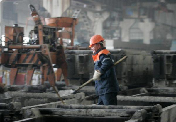 Для сотрудников, работающих на вредных производствах, предусмотрены льготные условия выхода на пенсию