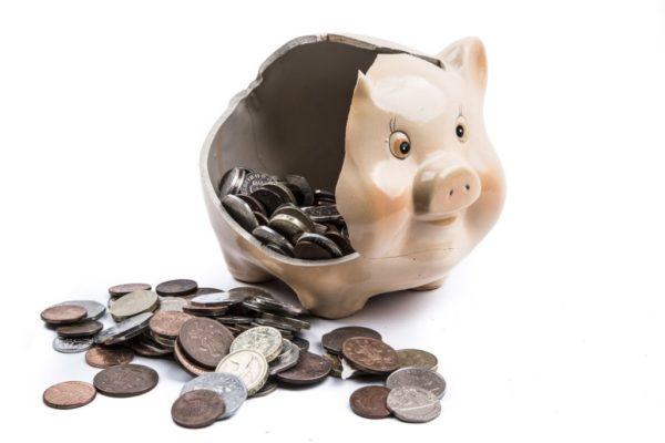 К сожалению, дополнительный отпуск для пенсионеров не оплачивается, поэтому принимая его, они могут рассчитывать только на собственные сбережения