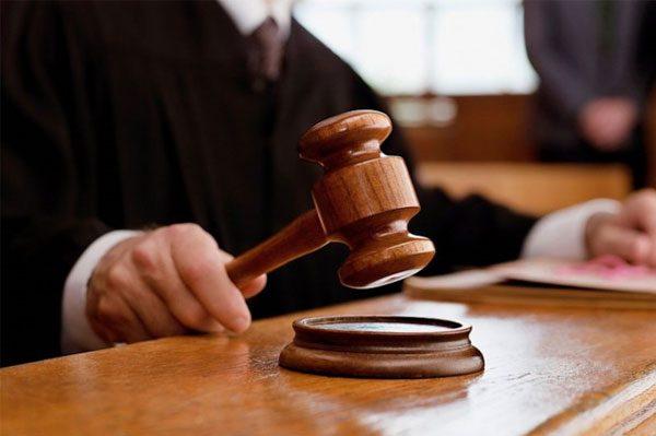 Вы можете отдать документы до суда через канцелярию либо во время заседания напрямую судье