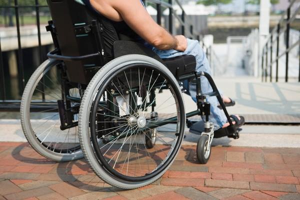 Человеку начинает начисляться пенсия по инвалидности с момента получения данного статуса