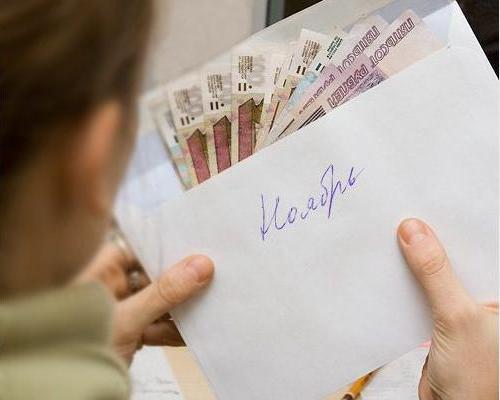 Многие россияне не могут обеспечить себе достойную страховую пенсию из-за того, что работодатель либо вообще не платит за них страховые взносы либо платит только «минималку»