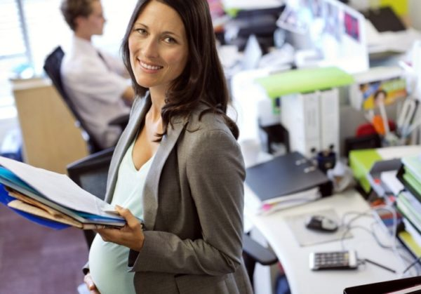 Декретные деньги оформляются бухгалтерией той компании, где женщина официально трудоустроена