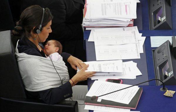 Можно ли работать во время больничного по беременности и родам