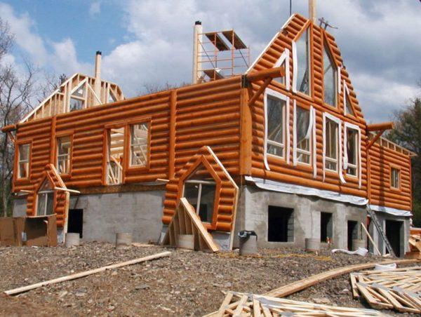 При привлечении заемных средств на строительство индивидуального дома можно увеличить сумму возврата подоходного налога за счет величины выплачиваемых процентов