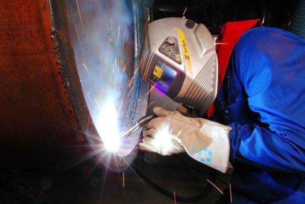 У электрогазосварщиков вредные условия труда