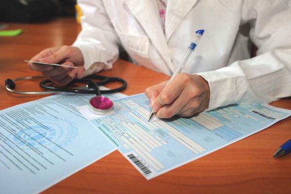 В ФСС Республики Карелия закрыть бюллетень в чужой клинике можно, но исключительно при согласии лечащего специалиста, который его и открывал