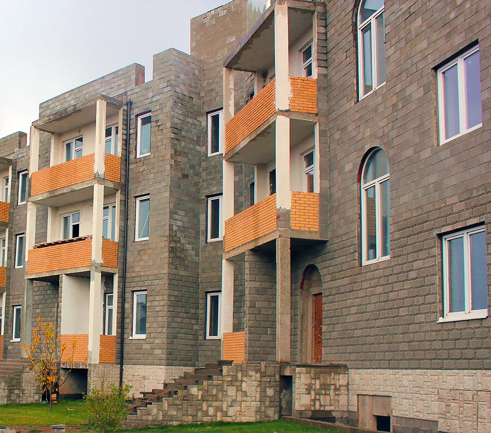 Покупка квартир в строящихся домах допускается, когда постройка готова хотя бы на 70%