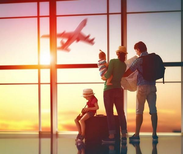 При выходе сотрудника в очередной оплачиваемый отпуск за ним сохраняются рабочее место и СДЗ