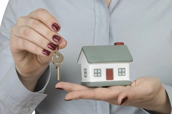 Жилье выдается достаточно долго из-за того, что претендентов на получение квартиры немало