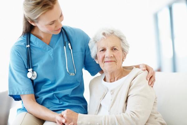 Для одиноких пенсионеров предоставляется патронаж