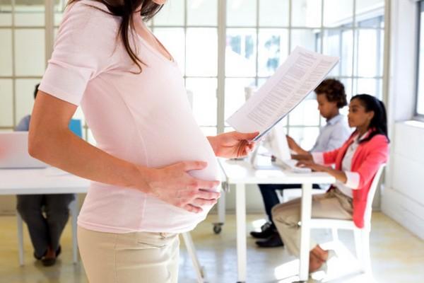 Во время отпуска по беременности и родам пособие по безработице не выплачивается