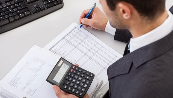 В некоторых случаях бухгалтеру придется обратиться к данным не за прошлый год, а более ранним или поздним