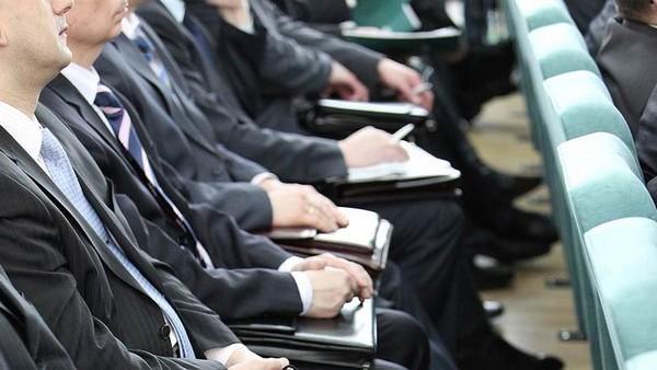 На размер пенсии по выслуге лет влияют стаж, средний заработок
