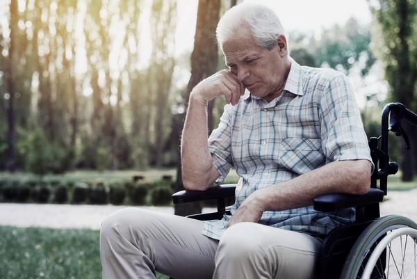Возраст выхода на социальную пенсию с 2019 года – 65 лет для женщин и 70 лет для мужчин