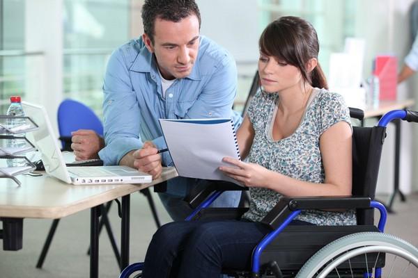 Государство заботится о людях с инвалидностью, предоставляя им различные возможности, поддерживая их материально
