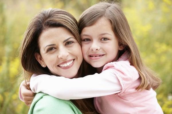 Усыновителям присваивается статус полноправных родителей