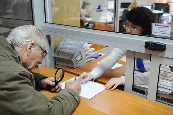 Для того чтобы получать пенсию, необходимо обратиться в отделение Пенсионного фонда