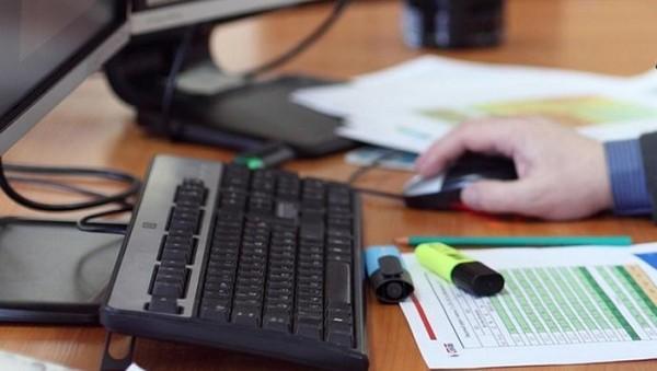 Существуют онлайн биржи труда, но они не слишком популярны и выгодны для населения