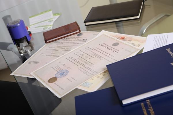 Чтобы оформить пособие, нужно собрать различную документацию