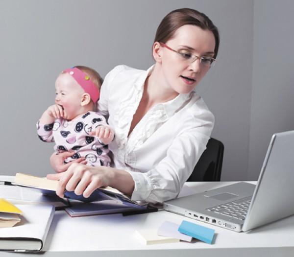 Уволить сотрудницу, пока она в декретном отпуске, работодатель не имеет права