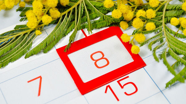 Если праздничные дни выпадают на выходные, они переносятся