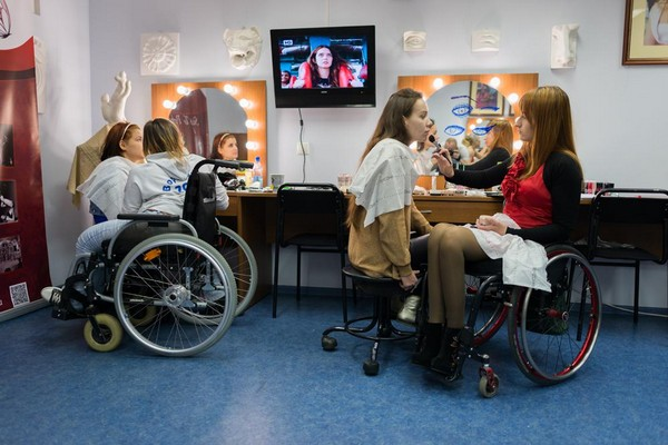 Если у инвалида 2 группы есть трудовой стаж, он может получать и страховую пенсию