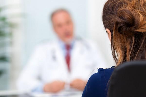 Сотрудник обязан вовремя обратиться к врачу, а впоследствии – предоставить больничный лист работодателю