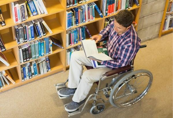 Стипендия студенту-инвалиду выплачивается вне зависимости от оценок, полученных по результатам сессии