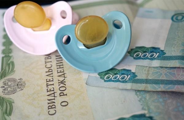 Если родители имеют социальную страховку, это также скажется на величине определяемого им пособия