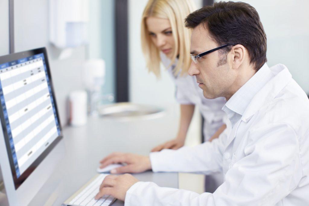 Благодаря системе замещений и совмещений компаниям удается избежать сбоев в работе