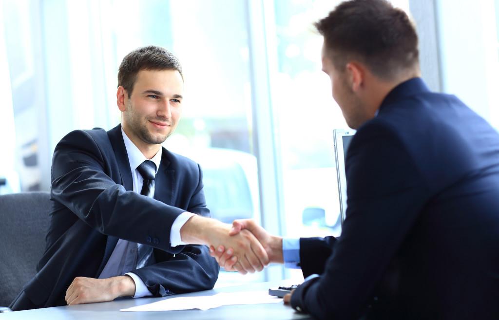 Чаще всего замещение бывает актуально при длительном отсутствии сотрудника