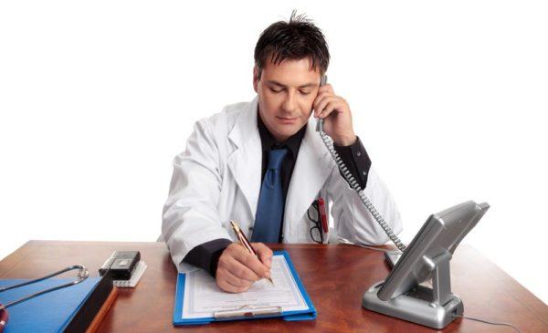Чтобы узнать подлинность больничного листа, можно позвонить в поликлинику и сообщить номер, также поинтересоваться координатами врача, открывшего листок
