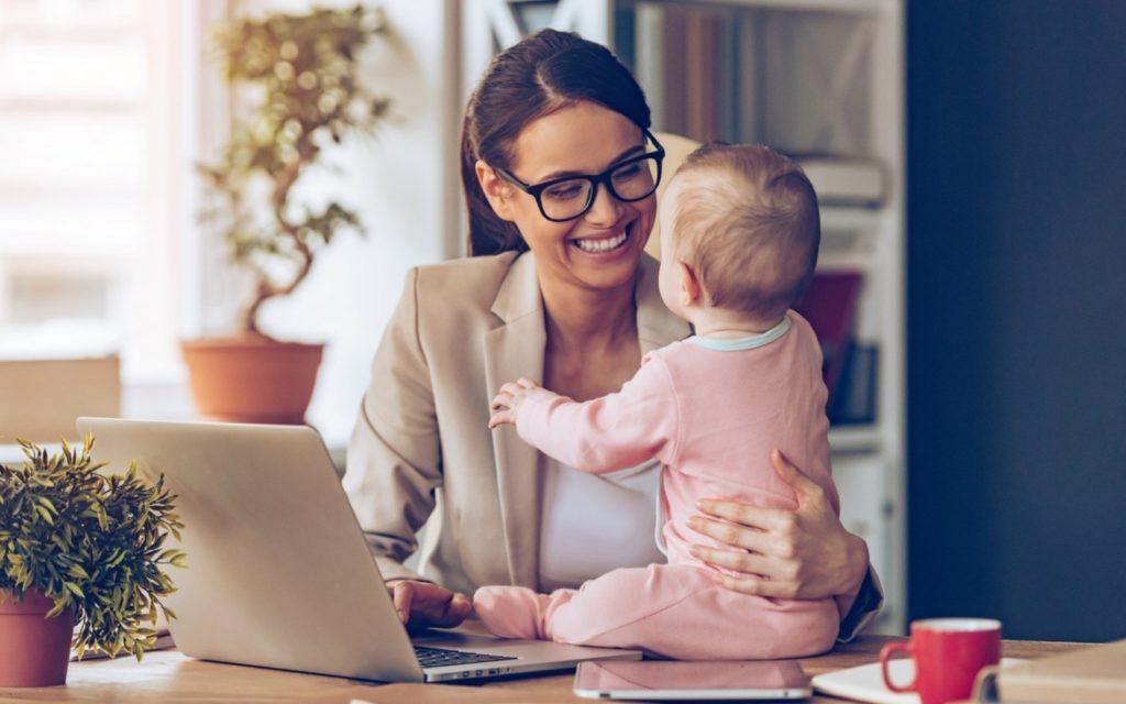 Получение пособий предполагает регистрацию и вставание матери на учет в районной женской консультации