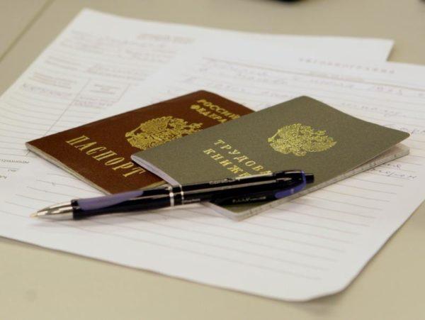 Для подтверждения нечёткой записи в трудовой книжке можно использовать трудовой договор