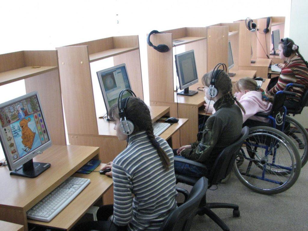 Для полноценного усвоения знаний инвалидам второй группы требуется вспомогательная техника