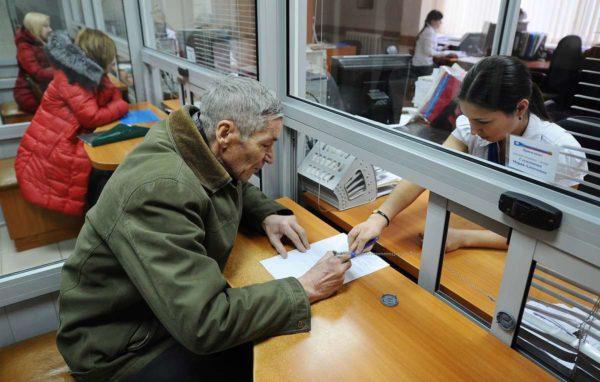 Документы, которые необходимо предоставить ИП для оформления пенсии не позже чем за 1 месяц до установленного срока выхода в ПФ или МФЦ
