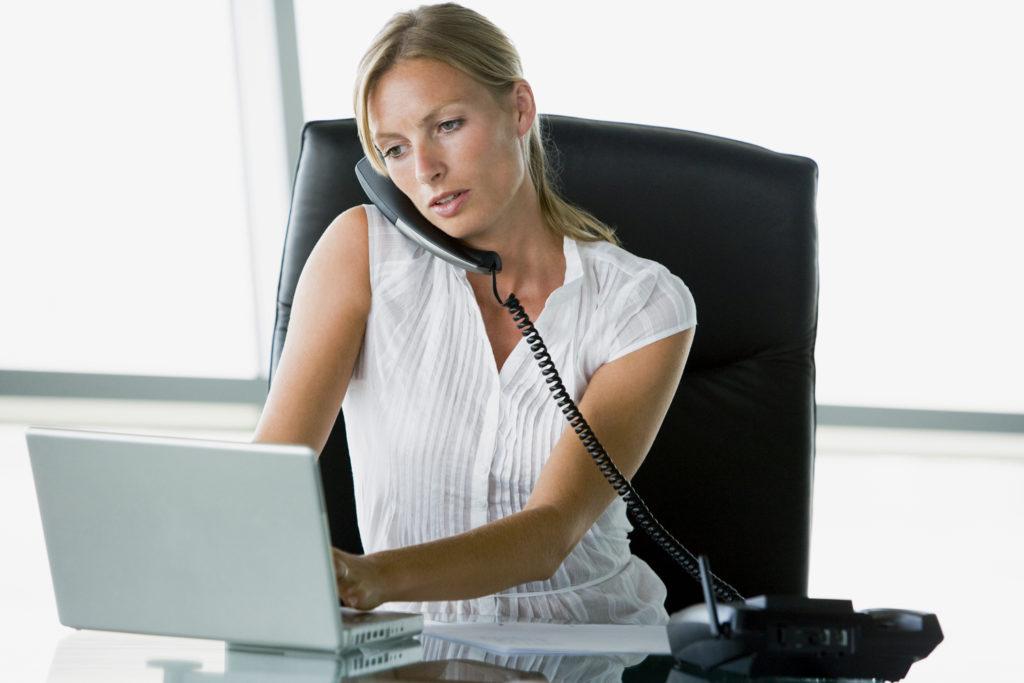 Если мать выходит на работу, то пособие по уходу за ребенком до полутора лет перестает начисляться