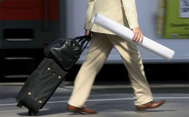 Если в предыдущем году сотрудник отлучался в командировки, то при расчете его отпускных следует применять особые формулы