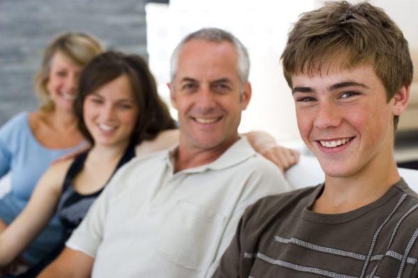 Если весь состав семьи является совершеннолетними гражданами, то никаких дополнительных документов для продажи квартиры не требуется