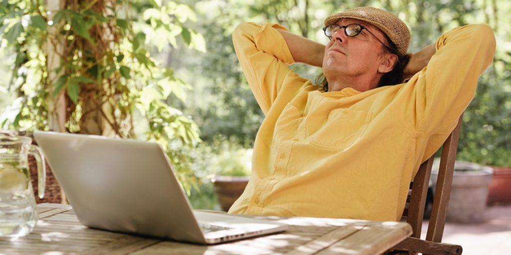 Фриланс позволяет пенсионерам избежать работы в офисе
