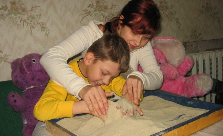 Наличие ребенка-инвалида в семье позволяет оформить пенсию по инвалидности, выдаваемую с рождения