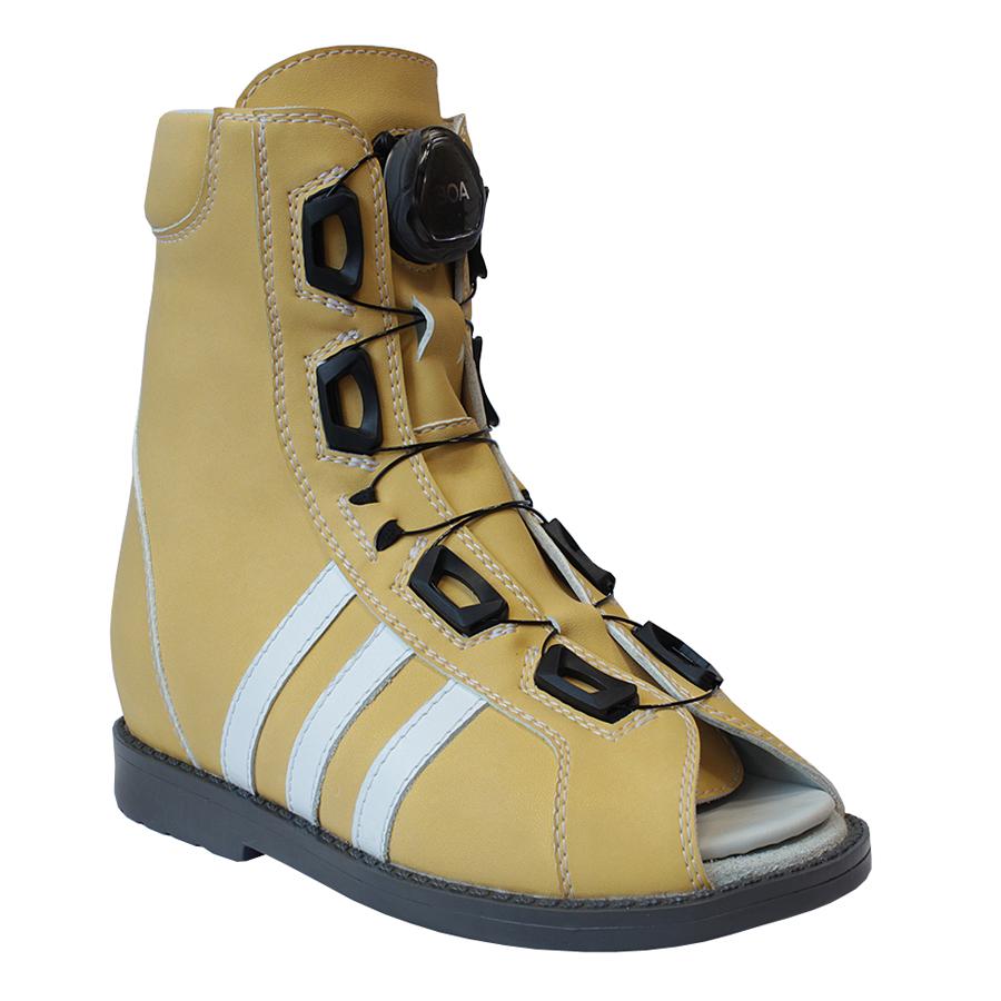Некоторым инвалидам требуется специальная ортопедическая обувь, делаемая на заказ