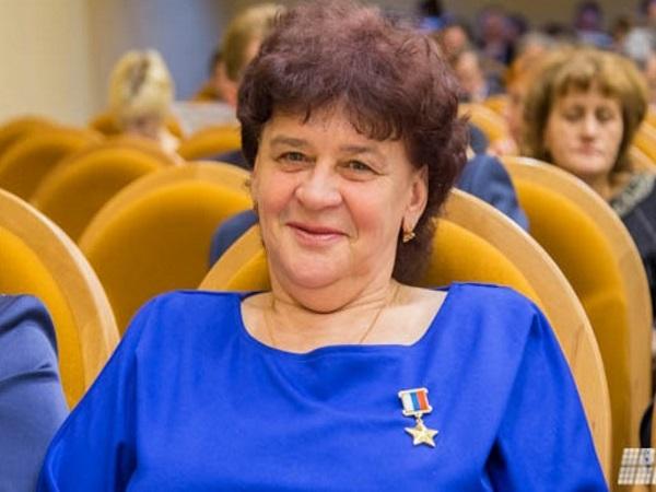 Нина Брусникова, оператор машинного доения, Герой РФ (звание присвоено в 2006 году «за проявленный героизм и самоотверженность при спасении от огня животноводческого комплекса и высокие достижения в труде»)