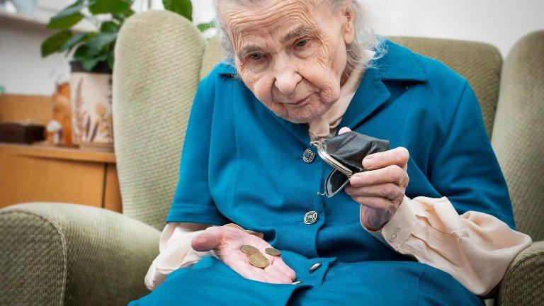 По достижению пенсионером 80 лет фиксированная часть его пенсии вырастает на 100%