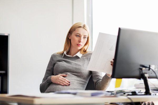 По окончании беременности наниматель вправе прекратить договор с родившей подчиненной