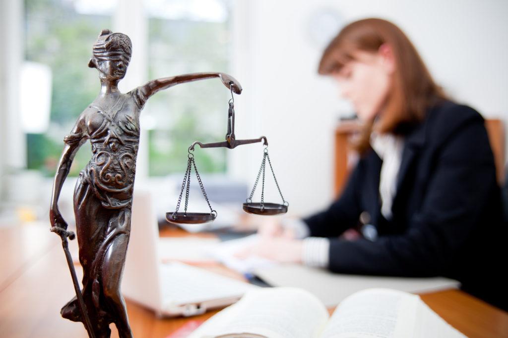 Получение юридической помощи предполагает оплату дополнительных процедур, выполняемых специалистом